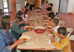 Kedves vendégek a Göcseji Skanzenben! A családok átmeneti otthonában lakó gyerekeket láttunk vendégül.